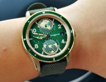 Two CA Green Dials Replica Watches Favored By Modern Men