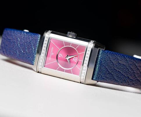 The Jaeger-LeCoultre Reverso is with dazzlingappearance and distinctive style.