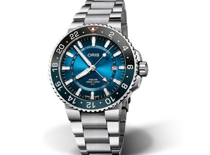The black and blue bezel endows the timepiece with eye-catching appearance.