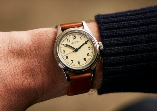The timepiece will make the wearers more tasteful and charming.