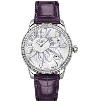 The diamonds paved on the bezel add the feminine touch to the timepiece.
