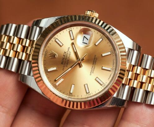 The gold and steel case makes the best fake Rolex more luxurious.