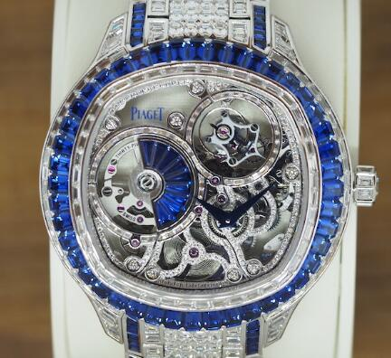 The diamonds and sapphires paved on the whole fake Piaget are shiny and precious.