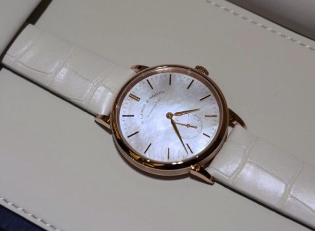 Swiss-made replica watches for women are pure with white color.