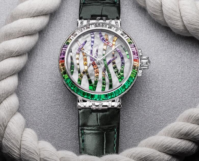 Online fake watches rely on green color to highlight the fashion.