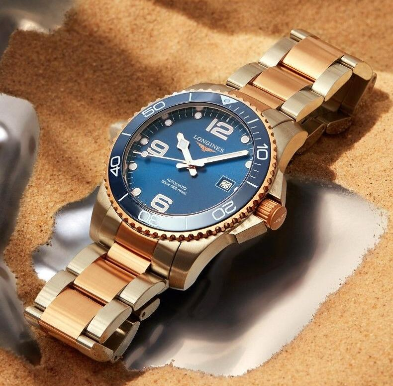 1:1 replica watches are matched with blue dials and blue bezels.
